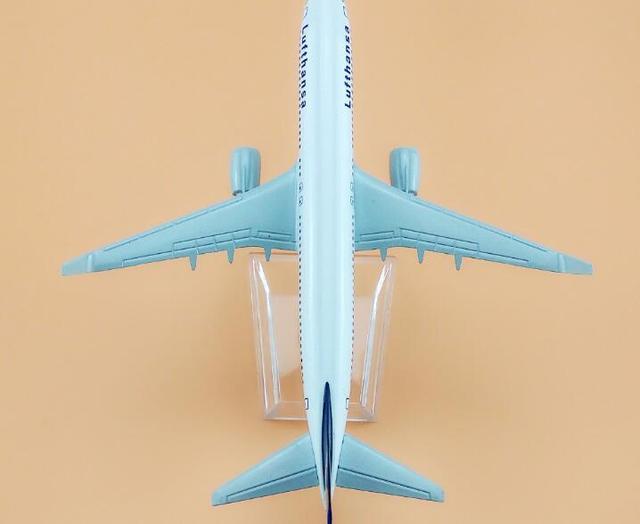 Size 1:400 plane model Boeing 737 Lufthansa aircraft B737 Metal simulation airplane model for kid toys Christmas gift