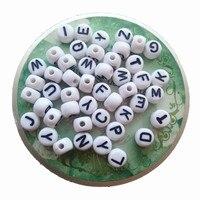 Trắng với Đen In Ấn Alphabet Thư Hạt DIY Bracelet Acrylic Alphabet Hạt 3000 CÁI 5*7 MÉT Đồng Xu Phẳng vòng Shape cho DIY