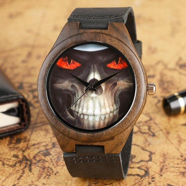 de59ff921de2 Steampunk cráneo cara ojos fuego naturaleza bambú madera relojes hombres  moda novela cuarzo reloj negro correa