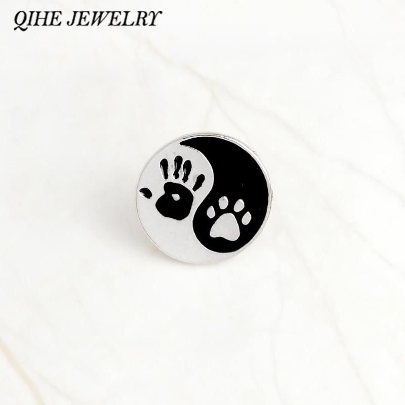 QIHE bijoux Taiji Ying yang noir et blanc pendentif rond impression à la main humaine et chien impression épingles épinglette Badge meilleur ami