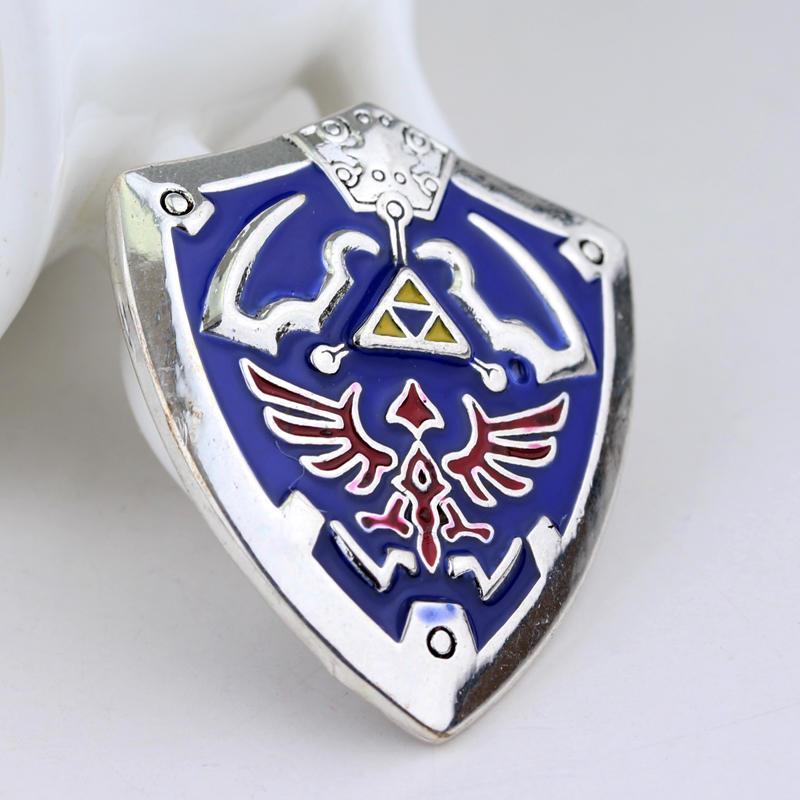 Broches de The Legend of Zelda Triforce Escudo da Antiguidade Do Vintage  Prateado Azul do Esmalte Pin Pin Emblema Freeshipping em Broches de Jóias  ... 638f28b5f6b