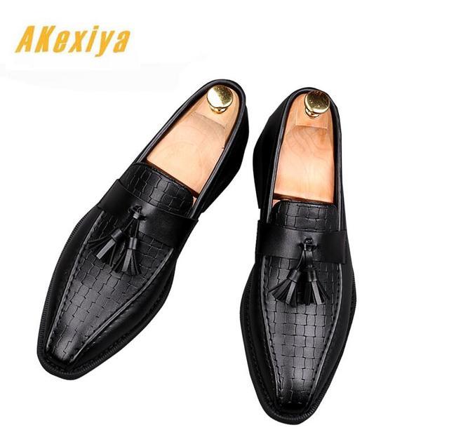 Homens da moda Designer de Retro apontado borlas plana slip-on sapatos de Baile Sapatos de Casamento Masculino Vestido Formal Quinceanera para o homem
