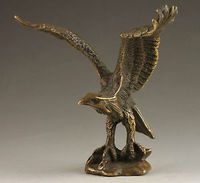 Chinese Old Superb Chinese Collectable Handmade Old Carving Vivid Bronze Statue Eagle decoration bronze factory outlets