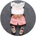 Повседневная детская одежда 2016 лето neworn новорожденных девочек одежда набор 2 шт. летать рукав shitr + шорты костюмы девушки цветок vestido infantil