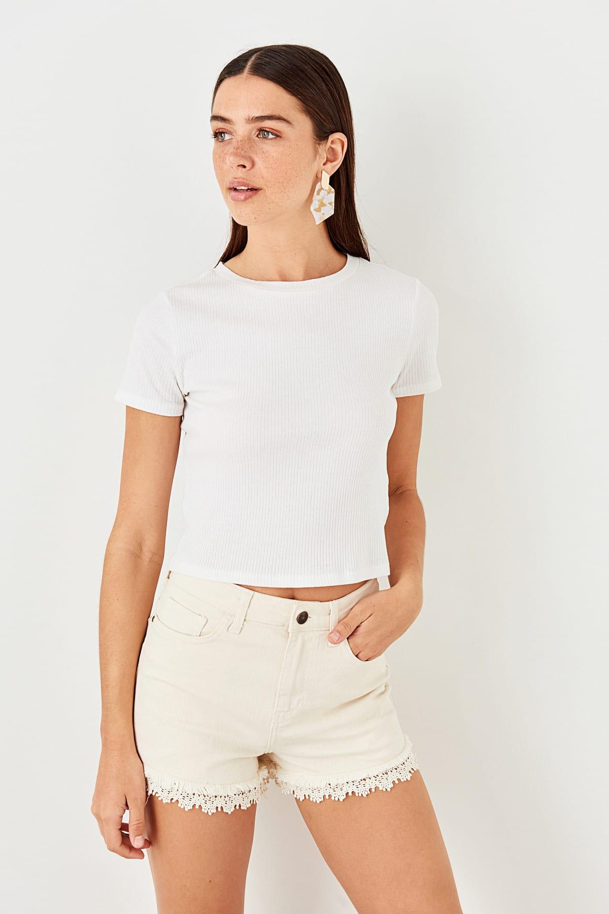 Trendyol White Pettitoes Nakış Detailed Denim Shorts TWOSS19SR0010