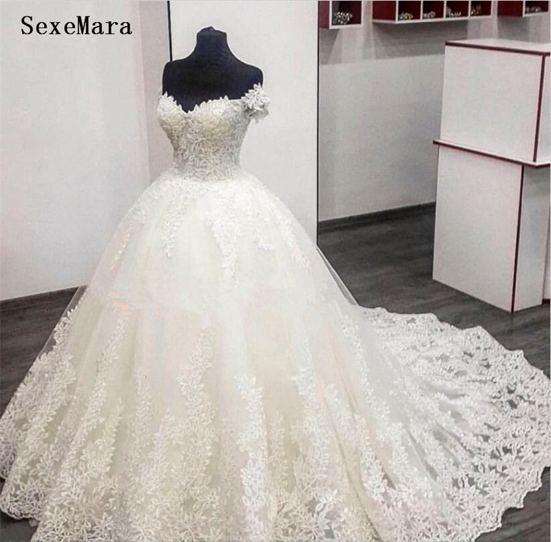 Gorgeous Puffy Wedding Dress With Lace Appliques Chapel Train Sequins Lace Up Back Custom Made Robe De Mariee New Arrivals Longo