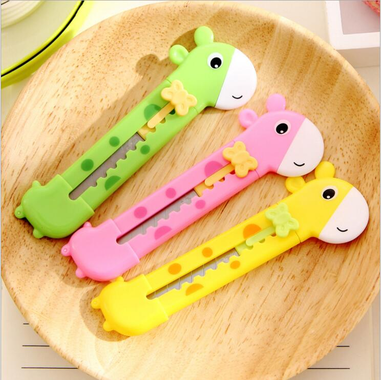 3pcs/lot   Cute Giraffe Utility Knife Paper Cutter Cutting Paper Razor Blade Office Stationery Escolar Papelaria School Supply