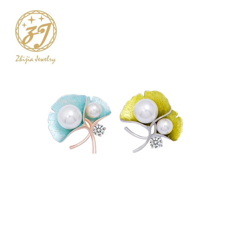Zhijia New Jewelry Gold Sliver Color Pin Crystal Simulated Pearl Flower Brooch for Women Exquisite Scarf Clothes Accessories