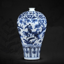 ANTIQUE CHINESE YUAN DYNASTY BLUE AND WHITE CERAMIC VASE WITH HOUSE CHARACTER PATTERN