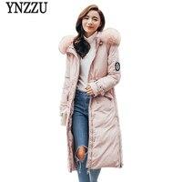 YNZZU 2017 Jacket הנשים החורף Down נשים מקרית כחולים ורוד לבן ברווז למטה מעיל עם צווארון פרווה ארוך חם סלעית Outwears AO344