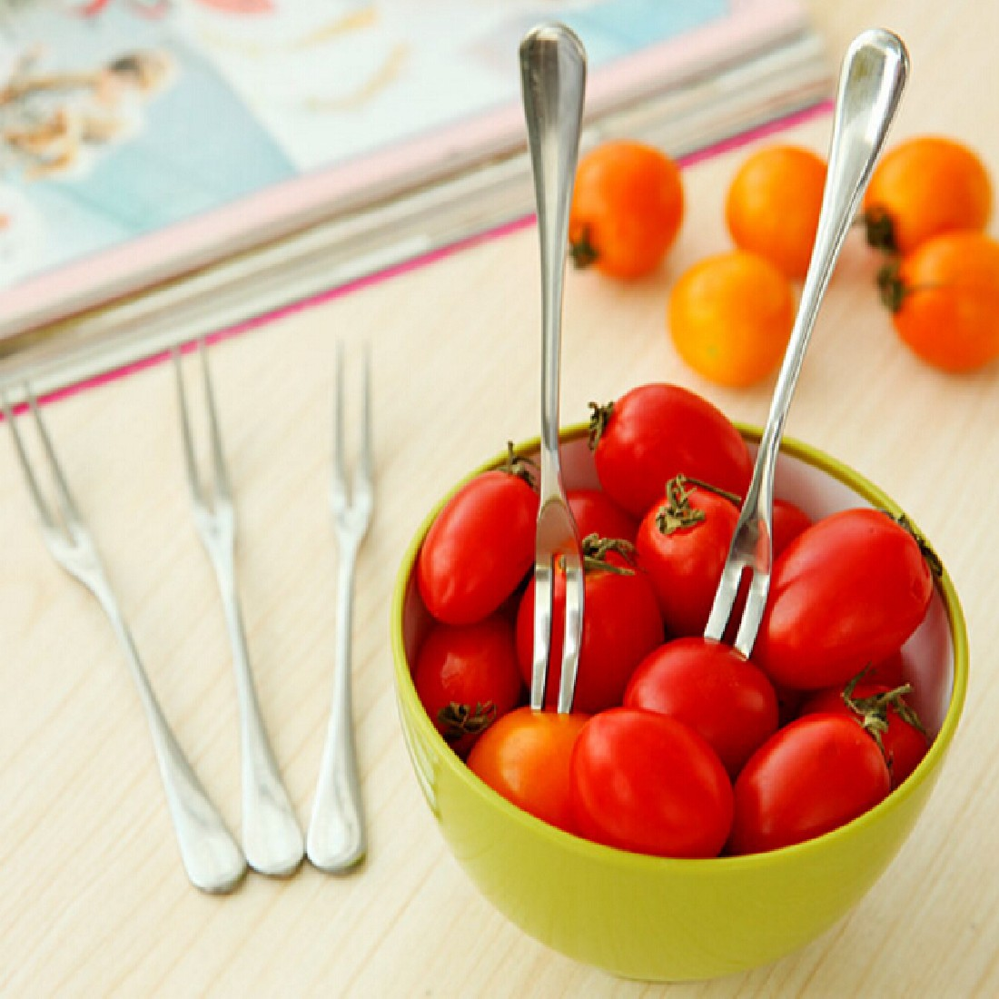 New High Quality Fashion Stainless Steel Fruit Fork Two Tooth Dessert Fork Eating Very Convenient For People