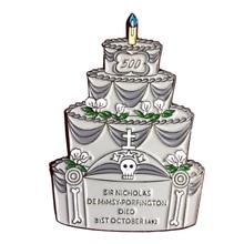 Счастливый день смерти торт эмаль значок