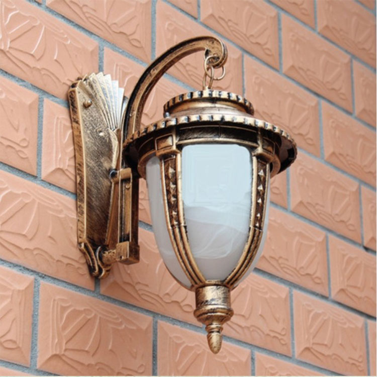 European Style Outdoor Wall Light Iron Antique Brass Wall Lamp Waterproof Vintage Industrial Lighting Garden Outdoor Wall Sconce