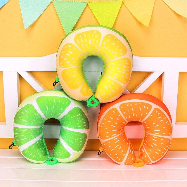 Cestovní polštář v podobě ovoce -
