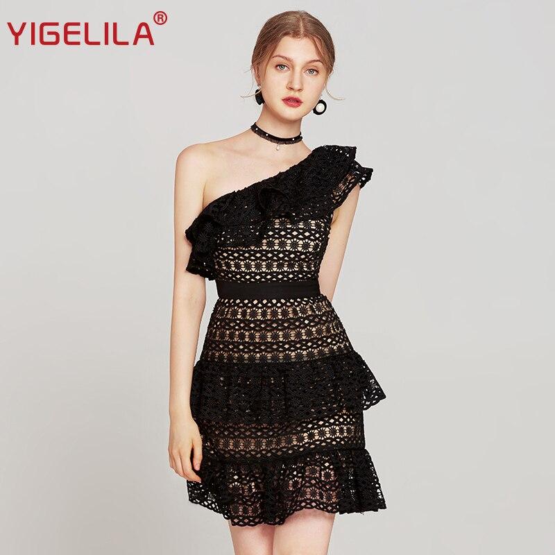 YIGELILA 2019 ฤดูร้อนผู้หญิงสีดำ Bodycon Party ชุดแฟชั่นหนึ่งไหล่ Empire Slim Knee ความยาว Hollow Out ชุดลูกไม้ 63689-ใน ชุดเดรส จาก เสื้อผ้าสตรี บน   1