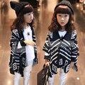 Nueva otoño invierno muchacha de los niños capa del suéter Geométrico mantón capa que hace punto de moda