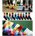 2016 10 colores de Los Hombres de marca elite calcetines calcetines A Cuadros de Estilo Británico de Color Degradado larga de algodón para hombres felices al por mayor calcetines