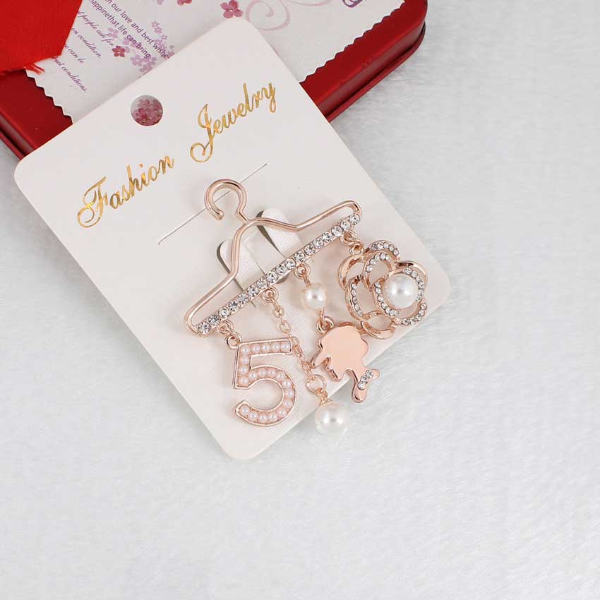 Fashion Brooch Pin Generous Pearl letter Brooch Pin Scarf Pin Top Fashion N5 Brooch For Women 2
