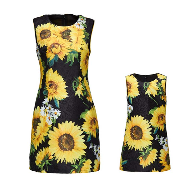 ФОТО Luxury Designer Summer Flower Printed Mother Daughter 3d Dresses Fashion Family Look Mom Baby Matching Clothes Mama Kids Vestido