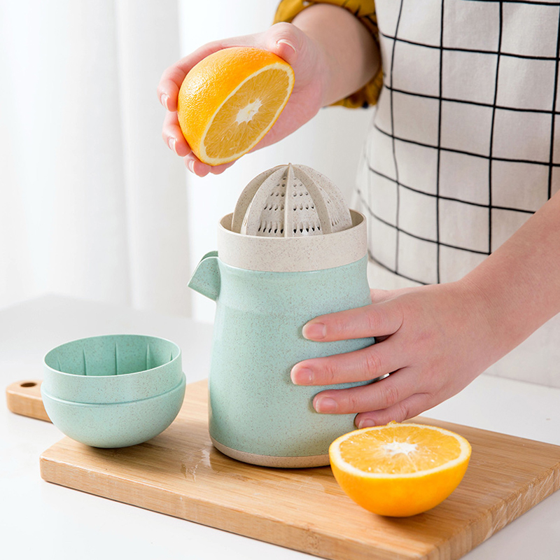 Manual Juicer Kitchen Citrus Juicer Juicer Tool Household Juice Bottle Mini Travel Small Fruit Squeezer Machine Extractor