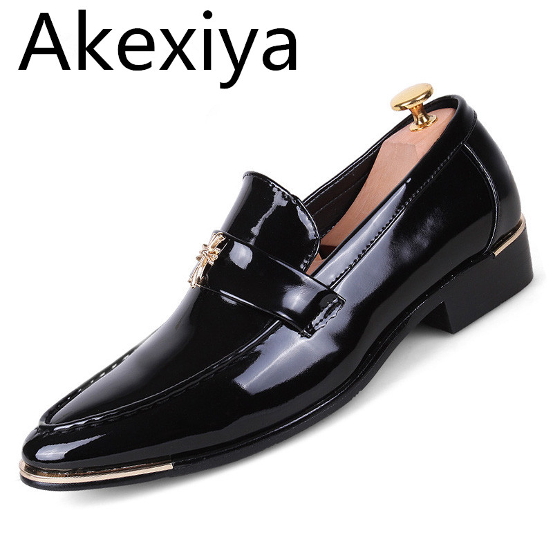 Akexiya Popular Pointed Toe Men Flats Shoes Luxury Brand PU Leather Slip-on Men Dress Shoes Italian Designer Flat Wedding fashion top brand italian designer mens wedding shoes men polish patent leather luxury dress shoes man flats for business 2016