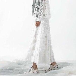 Image 4 - [EAM] 2020 אביב חדש אופנה שחור לבן גדילים תפרים גדול מטוטלת ארוך סוג חצי גוף חצאית נשים YC237