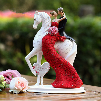 Customse Name For You Bride And Groom On The Horse Wedding Cake