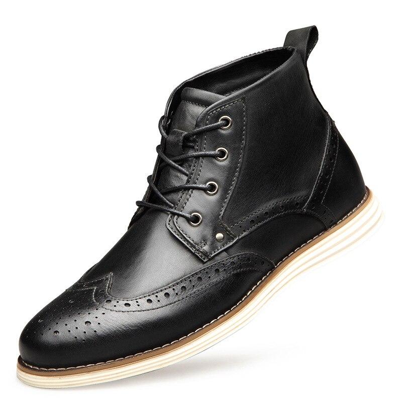 Ayakk.'ten Basic Çizmeler'de NPEZKGC Moda Hakiki Inek Deri Erkek kısa çizmeler İlkbahar Sonbahar Lace Up Brogue yarım çizmeler erkek Botları Artı Boyutu 40  48'da  Grup 2
