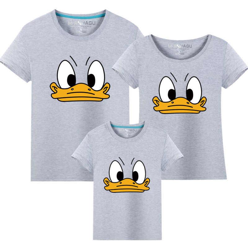 Trajes a juego familiares dibujo animado de Donald Duck camiseta padre madre hija hijo Casual ropa de algodón Mujer hombres camiseta de playa