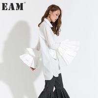 [EAM] Yeni Moda 2018 Bahar Rahat Üst Beyaz Siyah Kelebek Kol Turn-aşağı Yaka Gevşek Gömlek Kadın kişilik T16200