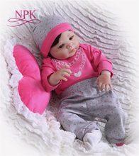 NPK Boneca 22 polegada 57 centímetros bebes Renascer Baby Dolls presentes Brinquedos Boneca de Vinil Silicone Renascer Bebe completo bonito plamates rosa para As Meninas