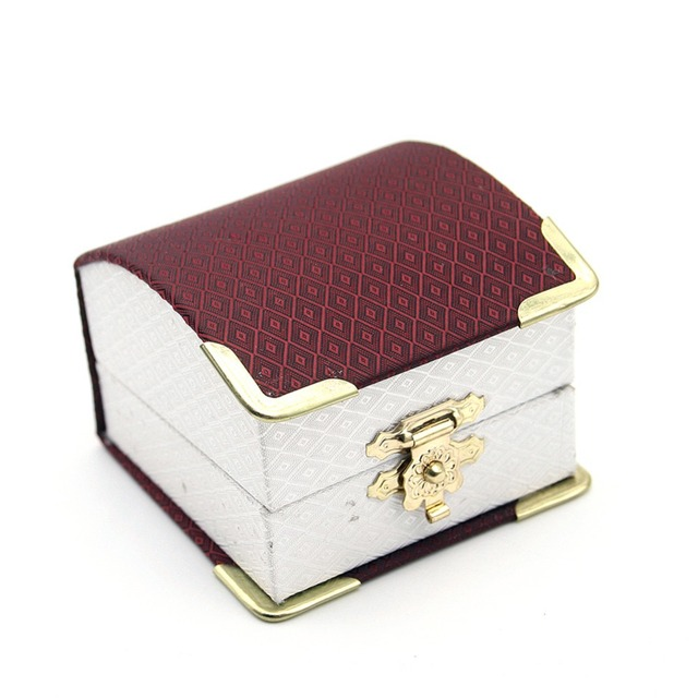 578921eb2 1Pcs Jewelry Carrying Case New Fashion Beautiful Ring Packaging Box Nice Gift  Box for Girls Women