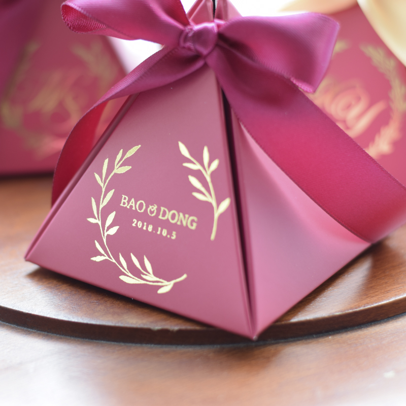 100 piezas nuevo personalizado Triangular rojo vino de papel de caja de regalo caja de caramelo de embalaje bolsa de regalo para Favor de la boda decoración de la fiesta suministros-in Suministros de envoltorios y bolsas de regalo from Hogar y Mascotas    1