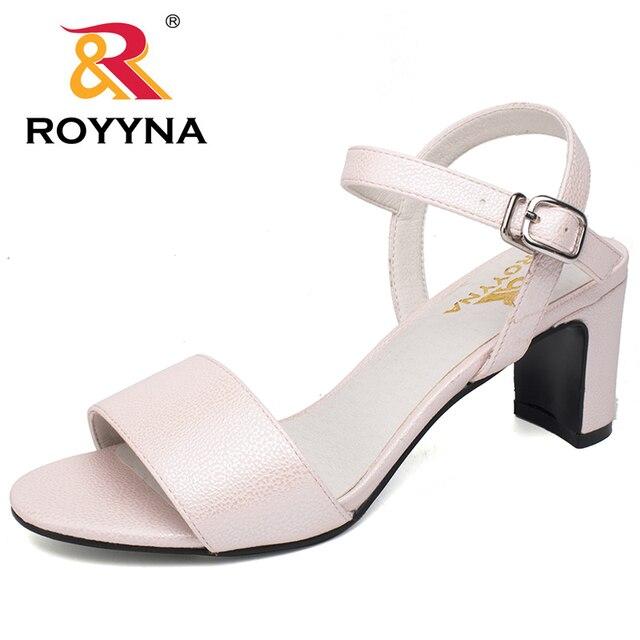 596342f8c4 ROYYNA Novo Estilo de Moda Sandálias Das Mulheres Fivela sapatos de Salto  Alto Chinelos de Verão
