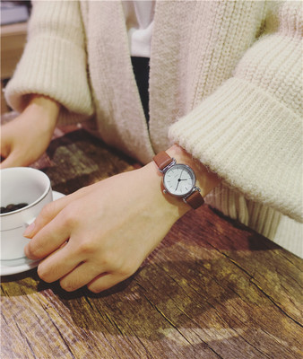 Womens watch fashion 2017 new trend student quartz couple watch Korean version of the simple casual female watchWomens watch fashion 2017 new trend student quartz couple watch Korean version of the simple casual female watch