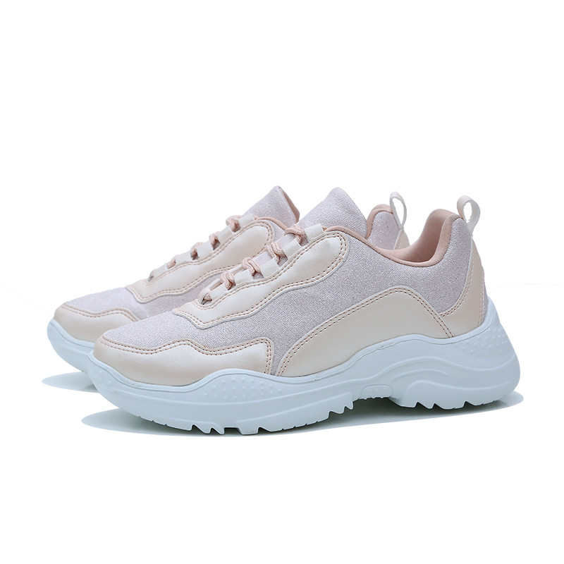 mode met sneakers