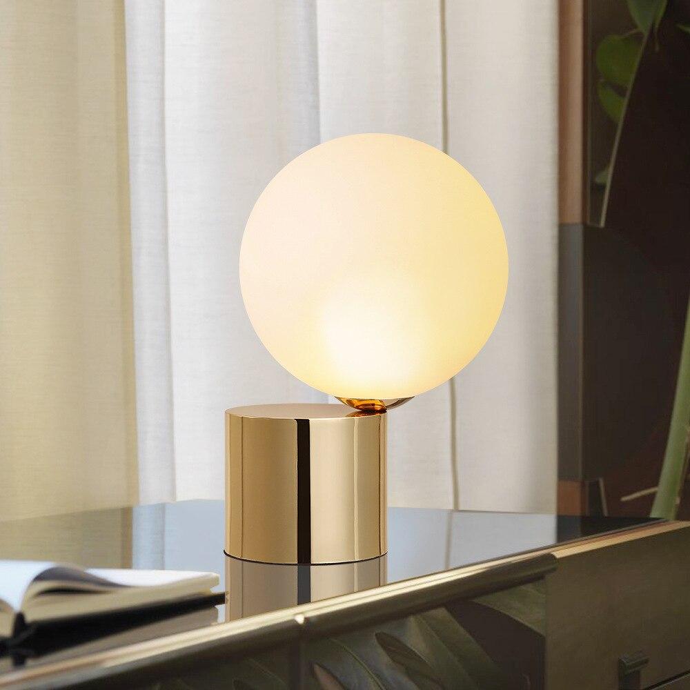 Современные Стиль Стекло стол настольные лампы Северной Европы Спальня ночники оригинальность украшения круглый шар G9 металла чтения свет...