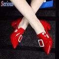 Острым Носом Большой Пряжкой Сандалии Женщин Обувь Блестящей Лакированной Кожи Cut Out Красный Свадебные Туфли Партия Подиуме Обувь
