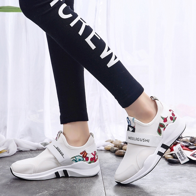 Slip On Sport Shoes Woman Barefoot Running Shoes For Women Printing Flower Walking Shoes Summer White Sneakers Top Quality L62