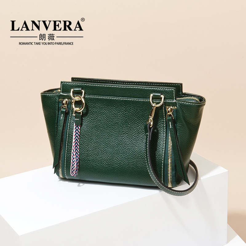 The first layer of leather and the wind wings are 2017 New Bag Shoulder Messenger Laptop leather handbag qiaobao 2018 new korean version of the first layer of women s leather packet messenger bag female shoulder diagonal cross bag