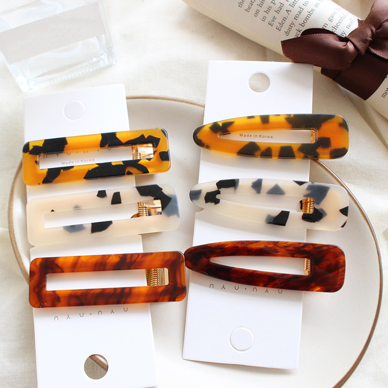 Купить с кэшбэком Fashion 1PC Korean Retro Hairpin Personality Leopard Edge Hair Clip For Women Acrylic Female Bangs Clip Styling Accessory