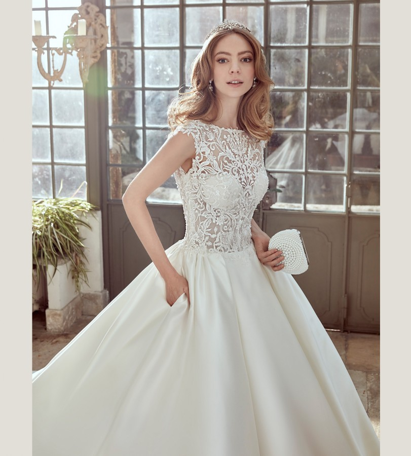 See Through Wedding Gown: Top Quality Lace Zipper Back Sleeveless See Through Full
