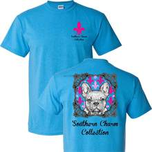 Southern Charm Collection Bulldog บนไพลินสั้นแขน T (China)