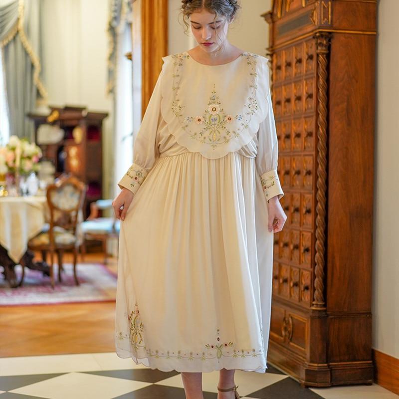 SpringSummer original design femmes Vintage élégant riz blanc robe édition limitée Antique exquise broderie lâche longue robe