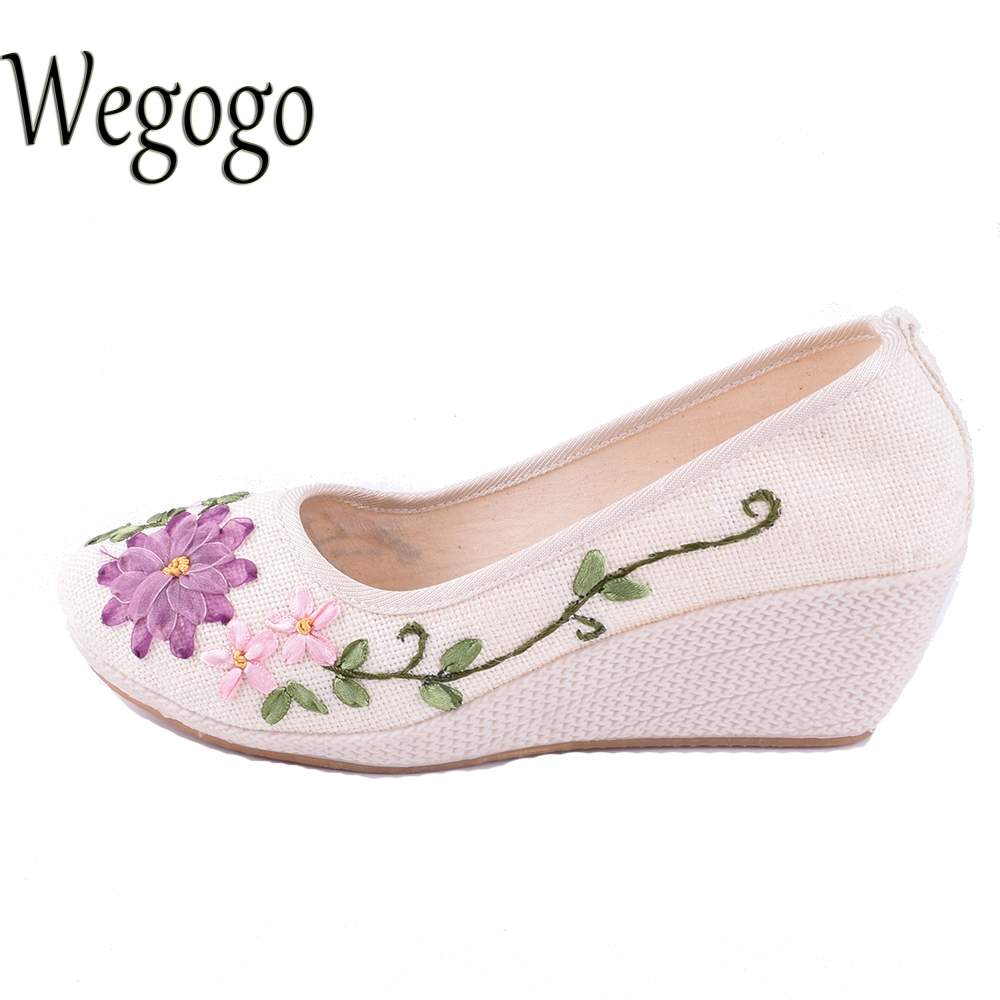 Wegogo Vintage Women Shoes Chinese Slip On Natural Linen Pumps Slope Heel Retro Cloth Canvas Soft Shoes exotic chinese retro totem embroidery shoes woman canvas flat heel mules cool fish warping slip on slipper casual slides size 41