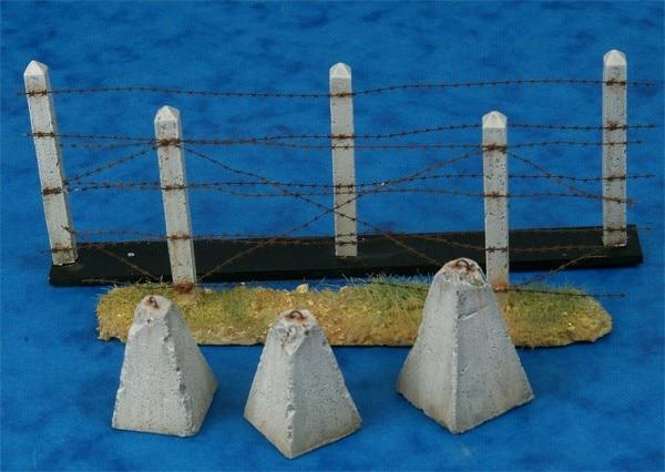 1/35  Concrete Poles, Barbwire & Dragon Teeth Set
