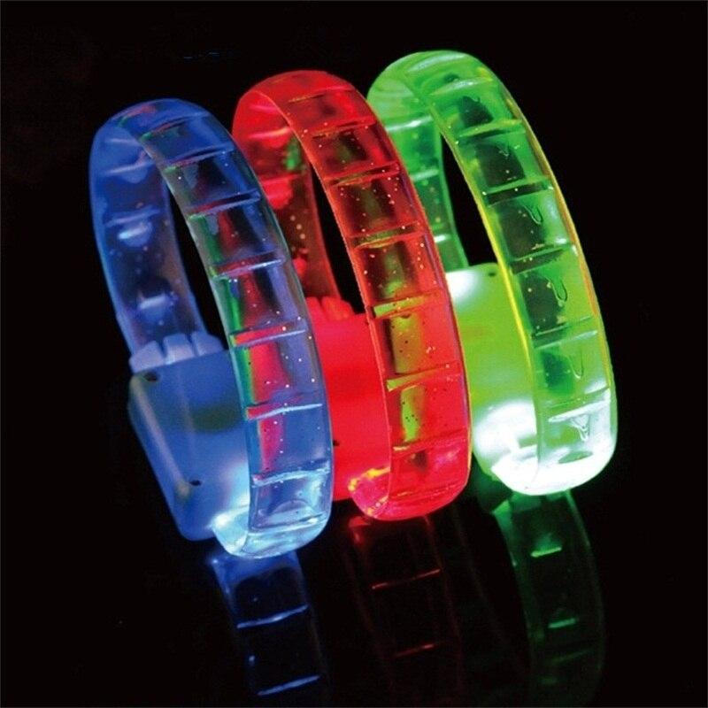 Vente chaude pas cher prix doux en caoutchouc rougeoyant bracelet led flash bracelet pour en scène des concerts