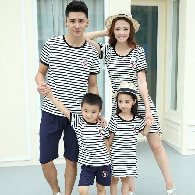 Полосатый семьи соответствующие наряды мать / мама и дочь платья семья одежда отец и сын футболка одежда семья платье CY19