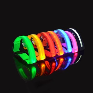 Image 5 - LED Fluorescent Glow light ring for dog Novelty Lighting Collar Anti Lost Pet Night Lamp novedades 2019