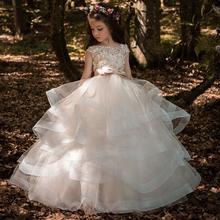 2020 dziewczęca sukienka w kwiaty elegancka szampańska koronkowa aplikacja bez rękawów kaskadowe dziecięce korowód suknie na wesela pierwsza komunia Dres tanie tanio RiLynda Długość podłogi Suknia balowa O-neck Organza Łuk Koronki Ruched LYS82 Flower girl dresses Cap sleeve